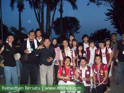 Leo Club Surabaya foto bareng TPC